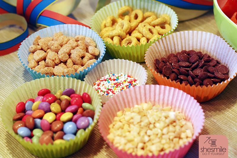 Obst Und Susskram Als Topping Fur Joghurt Oder Eis Ein Buffet Zum