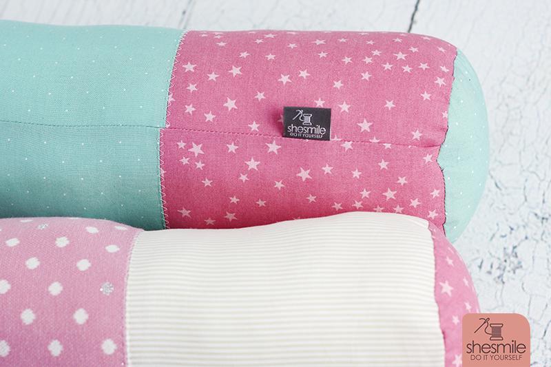 eine bettschlange bettie in rosa t rkis weiss n hanleitung und schnittmuster von khanysha. Black Bedroom Furniture Sets. Home Design Ideas