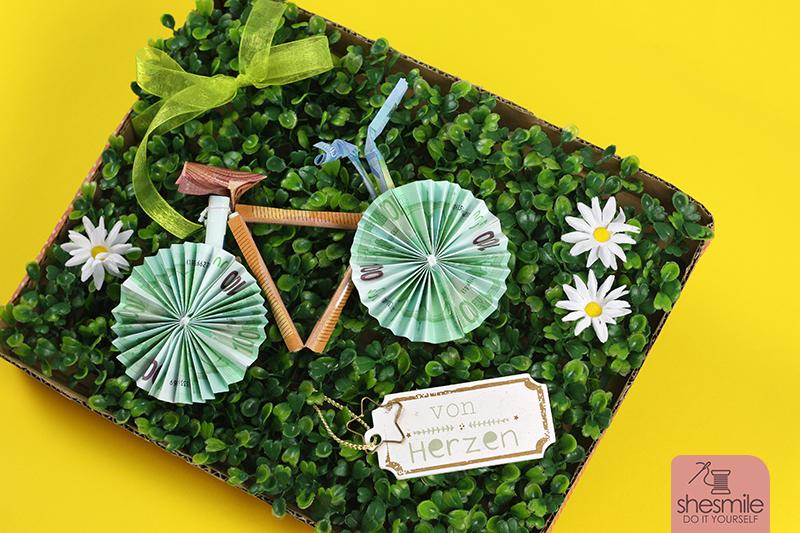 Ein Fahrrad Aus Geldscheinen Zum 60 Geburtstag Shesmile