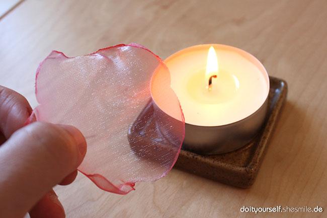 blumen aus stoff selber basteln, blumen aus organza-stoff (kostenlose bastel- und nähanleitung, Design ideen