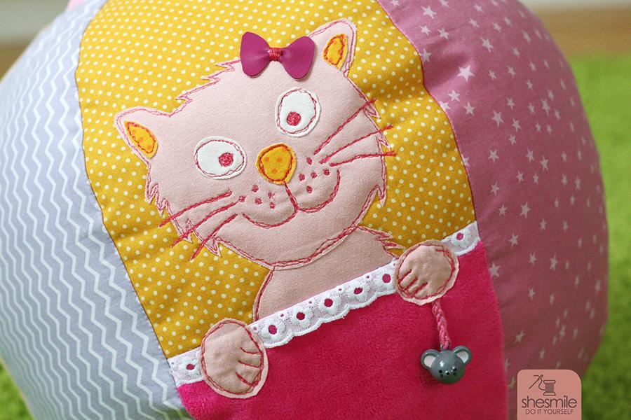 Katze Kantenhocker Kitty (Kostenlose Applikationsvorlage)